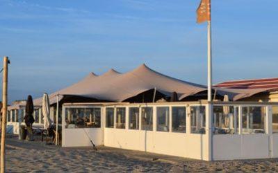 Stretchtent voor Koningsdag bij Strandpaviljoen Zee en Zon Katwijk