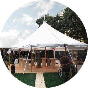 white luxury tent bruiloft