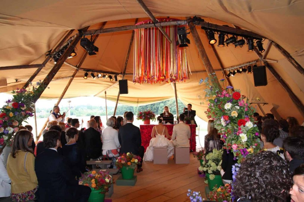 Zweedse tent Stratus bruiloft - foto: thefirewithin